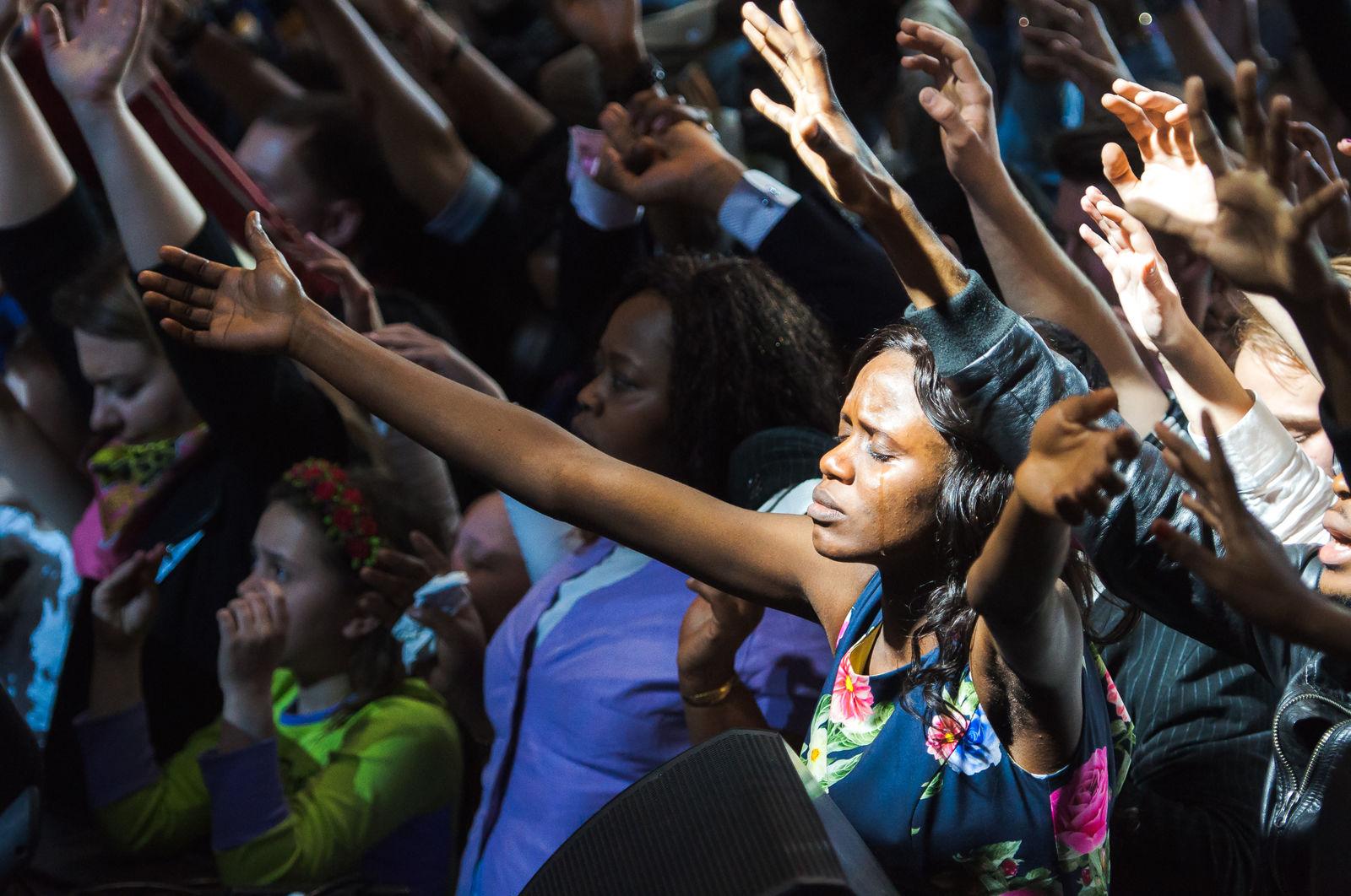Бенни Хинн: «Принять Иисуса – значит доверять, подчиниться и отдать Ему всю свою жизнь!»